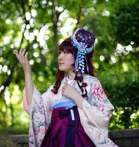 女性着物袴着付け姿ロケ撮影写真1