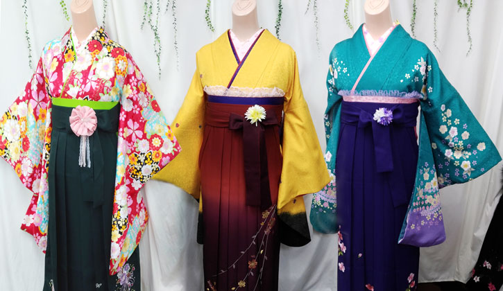 着物袴着付け写真(赤緑モダン柄、黄色えんじ色、グリーン青色花柄)