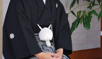男性紋付き袴黒着付け写真