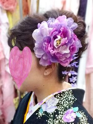 袴の髪飾り紫の花飾り