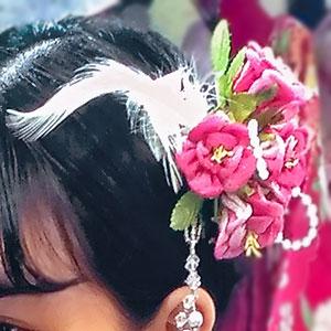 赤い花と羽のつまみ細工髪飾り