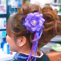 紫色花飾りの髪飾り