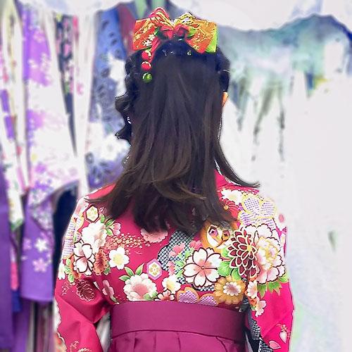 古典柄着物とリボンの髪飾り