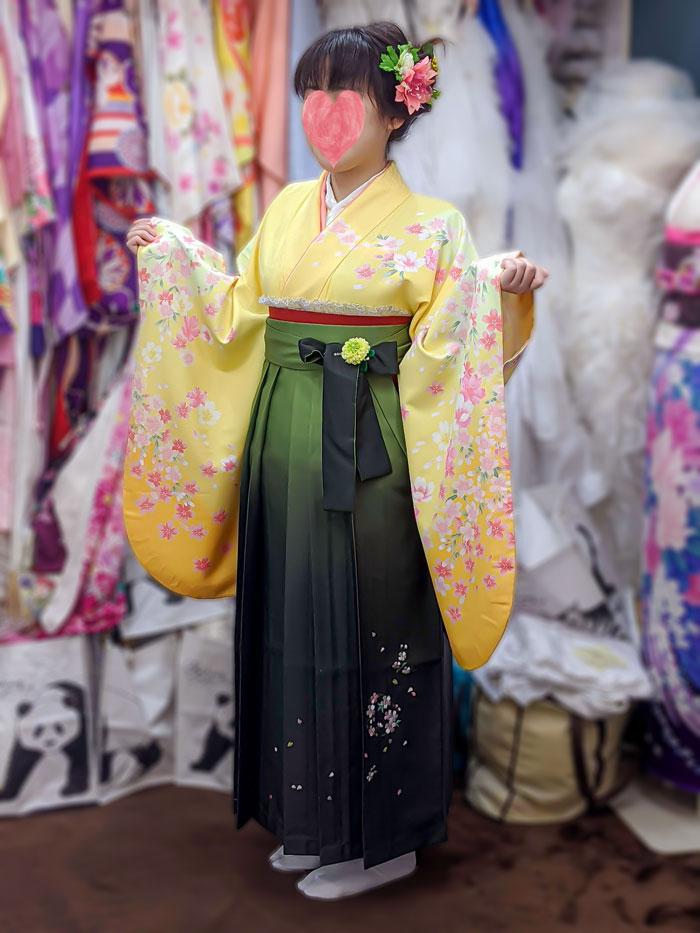 緑と黄色袴レンタルの着物試着写真
