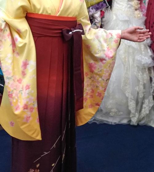 黄色に赤袴の着付け写真
