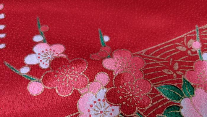 ピンク系の赤色着物