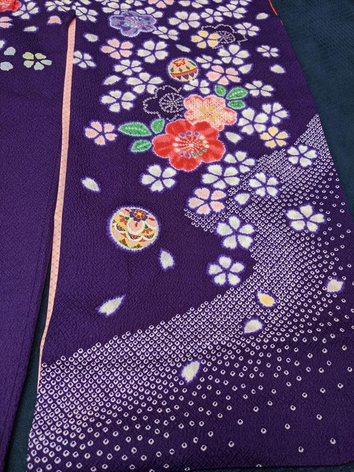 紫の着物の絞り柄