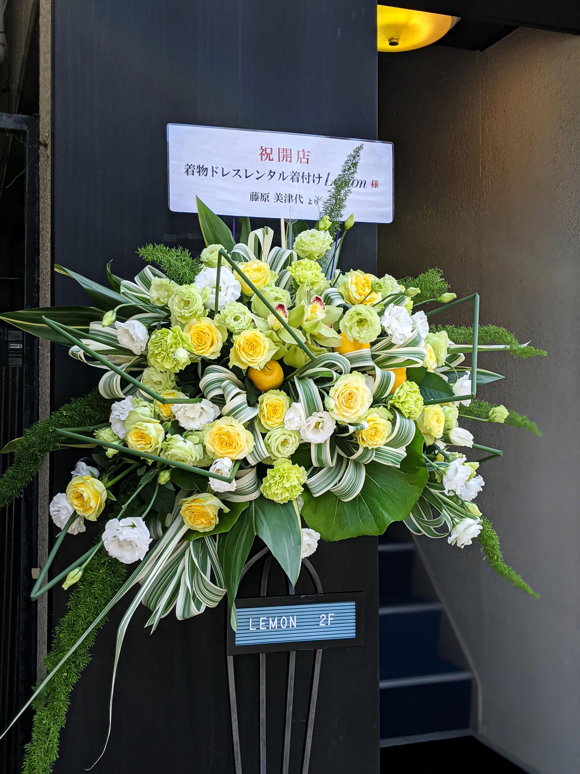 黄色のバラが美しいフラワーアレンジメント